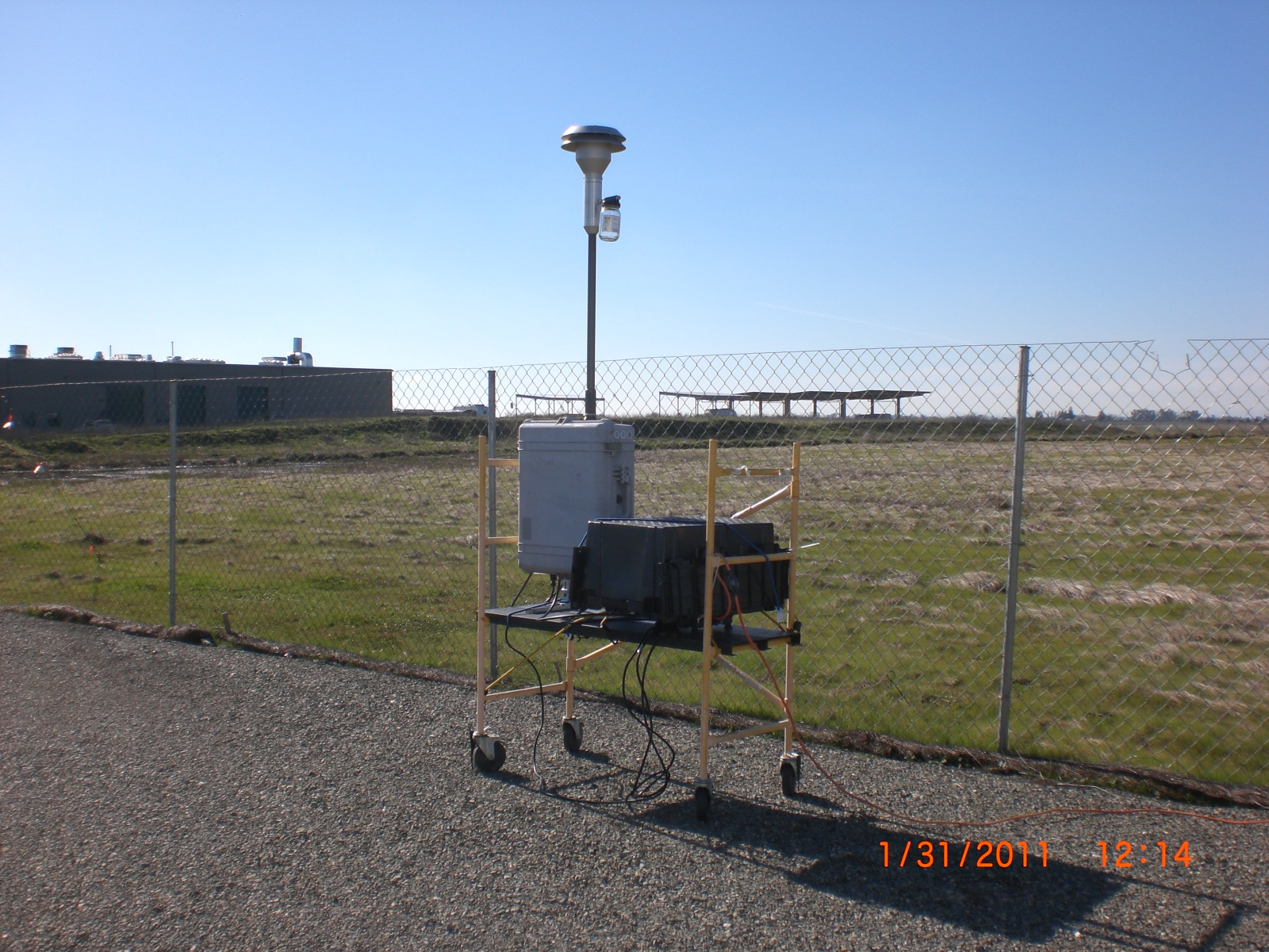 Image: a RDI sampler and stack inlet deployed at an airport.